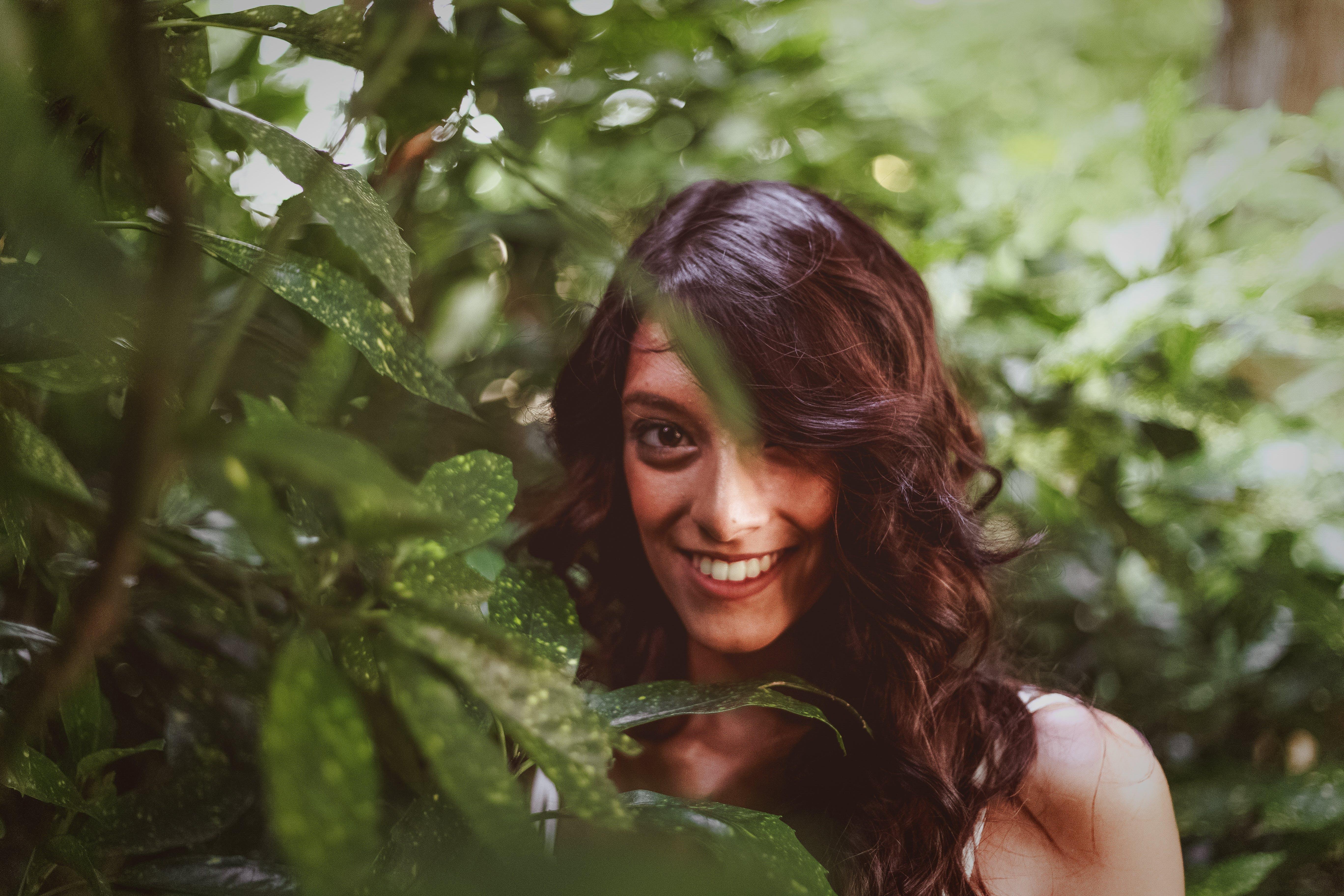 Kostnadsfri bild av flicka, kvinna, leende, modell