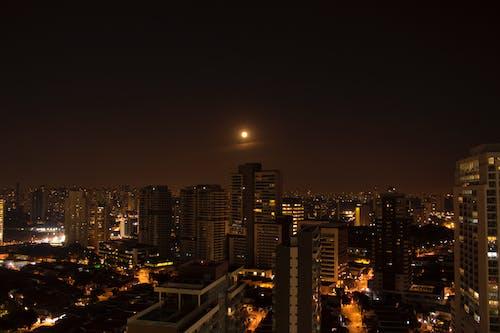คลังภาพถ่ายฟรี ของ cidade, noite, predio, vida noturna
