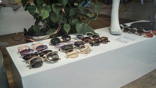 Бесплатное стоковое фото с витрина, солнцезащитные очки, стиль