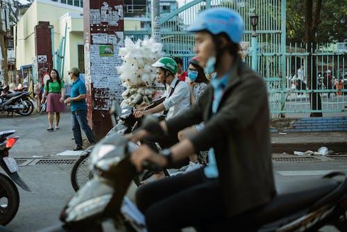 Ingyenes stockfotó emberek, helyi élő, motorkerékpár témában