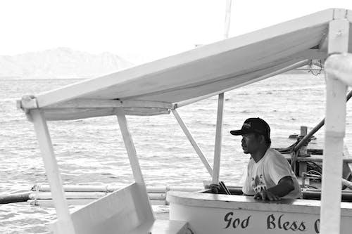 Gratis stockfoto met aan zee, boot, boot man