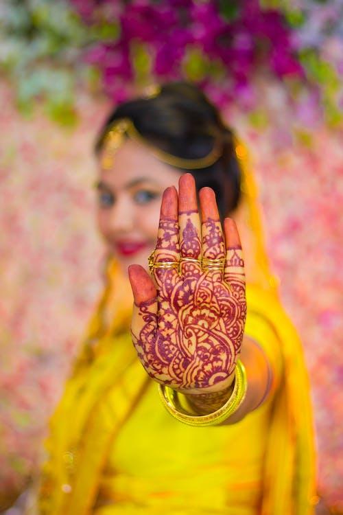 Kostnadsfri bild av flicka, hand, indisk flicka, konst