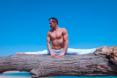 Kostnadsfri bild av akro yoga, bar överkropp, blå himmel, crossfit-träning
