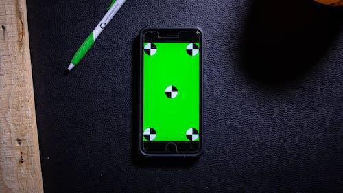 Základová fotografie zdarma na téma dřevo, iphone, obrazovka, pero