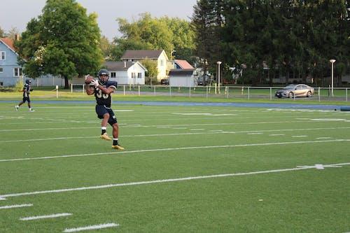 Foto d'estoc gratuïta de atleta, atrapar, bola, camp
