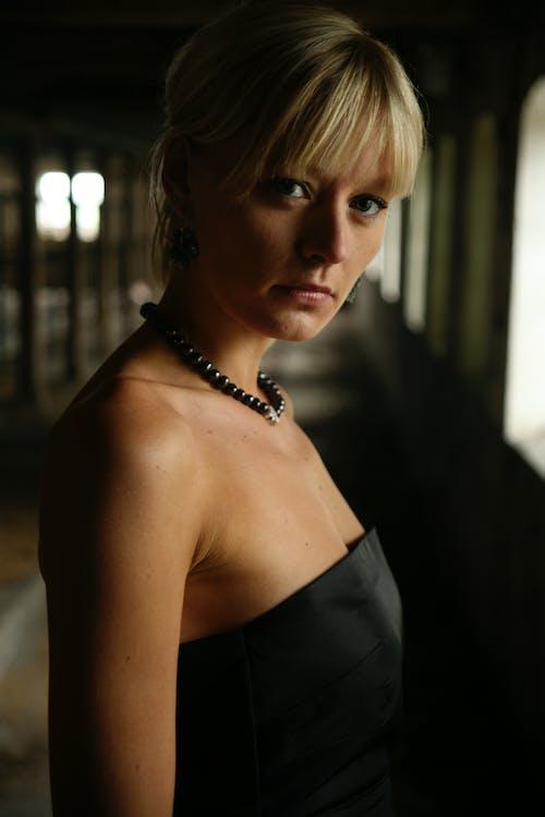Kostenloses Stock Foto zu attraktiv, augen, blondes haar, dame