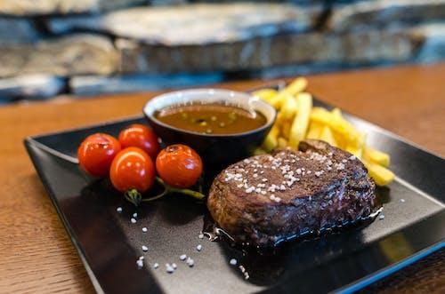 Gratis stockfoto met aardappelen, avondeten, biefstuk, bord