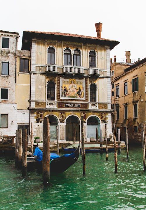 Darmowe zdjęcie z galerii z brązowy, budynek, gondola