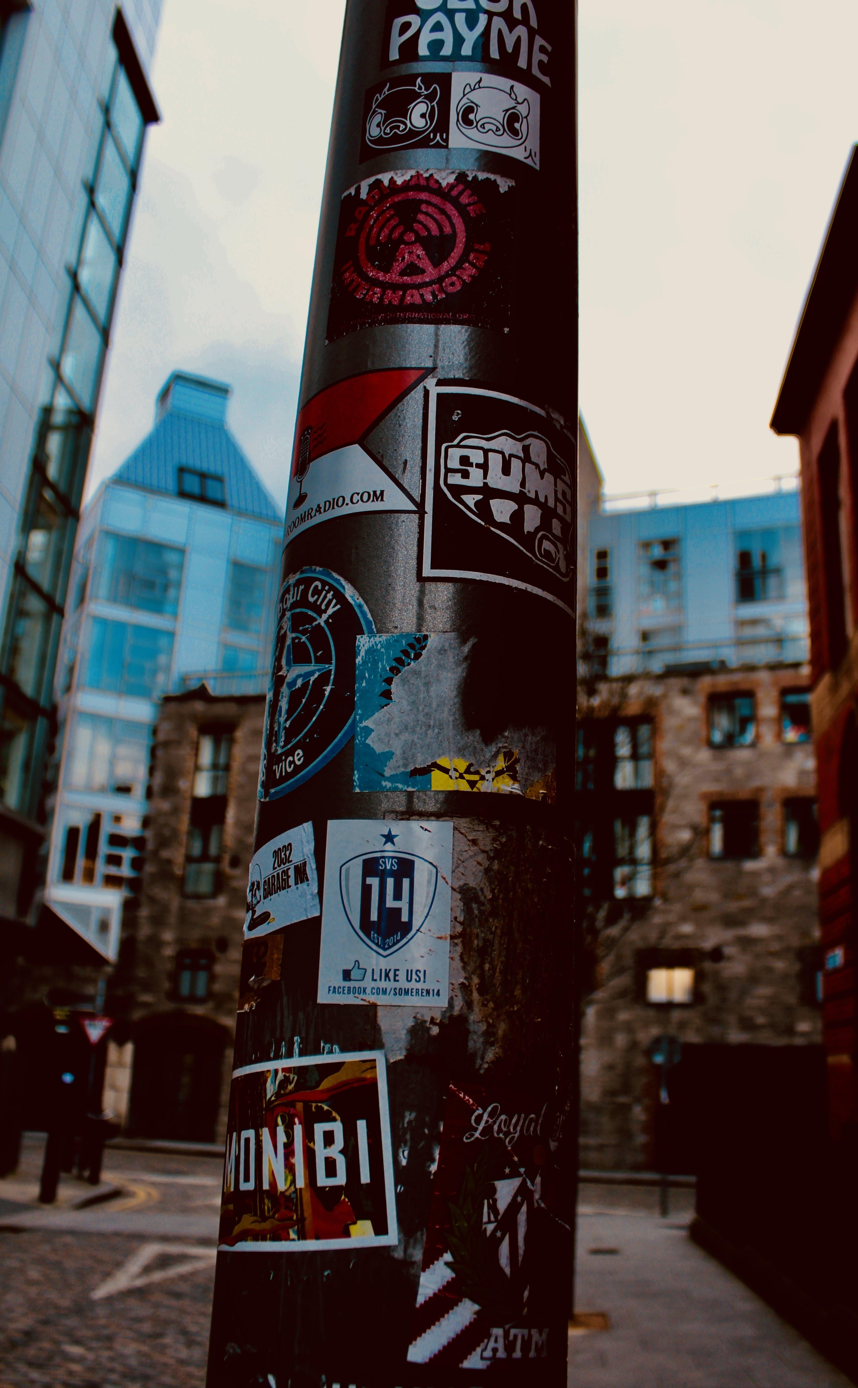 Základová fotografie zdarma na téma inzerce, lampost, město, urbanart