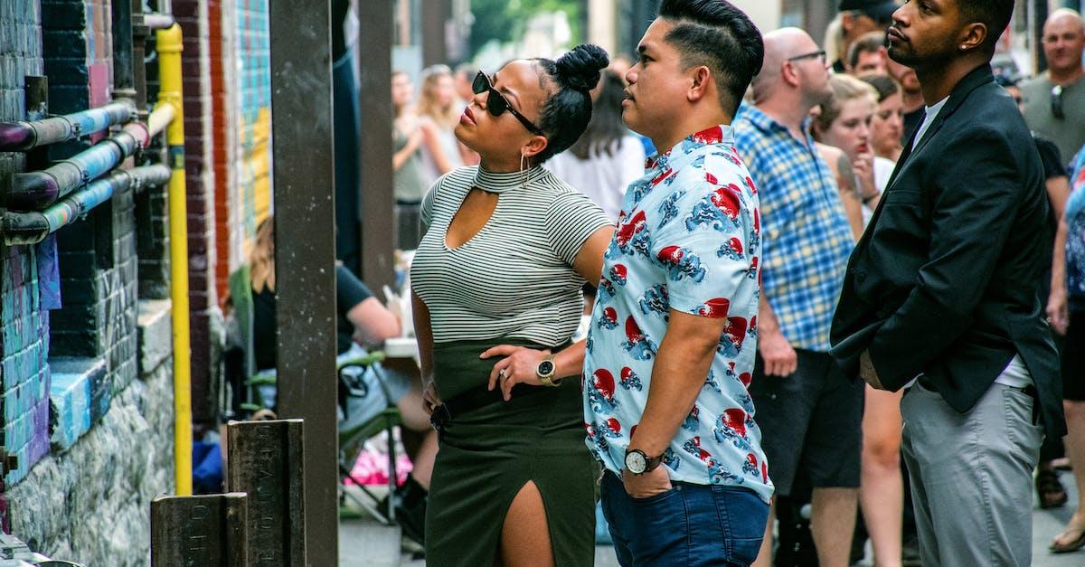 Взрослую толпа на улице, эро фото девушек в униформе