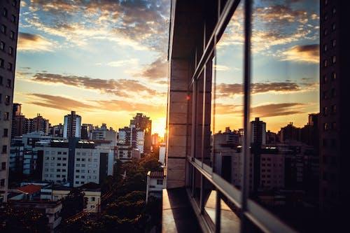 Gratis stockfoto met architectuur, avond, buitenkant van het gebouw, dageraad