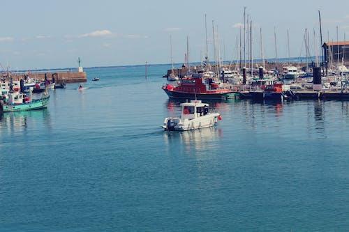 Gratis arkivbilde med båt, fargerik, hav, havn