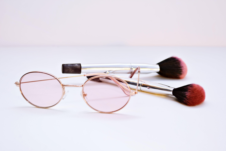 Kostenloses Stock Foto zu brille, brillen, accessoire, pinsel