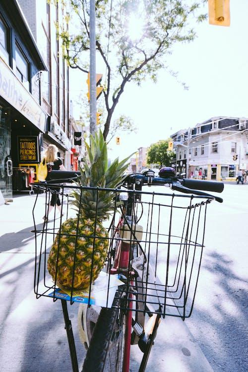 Gratis lagerfoto af ananas, by, bygninger, cykel