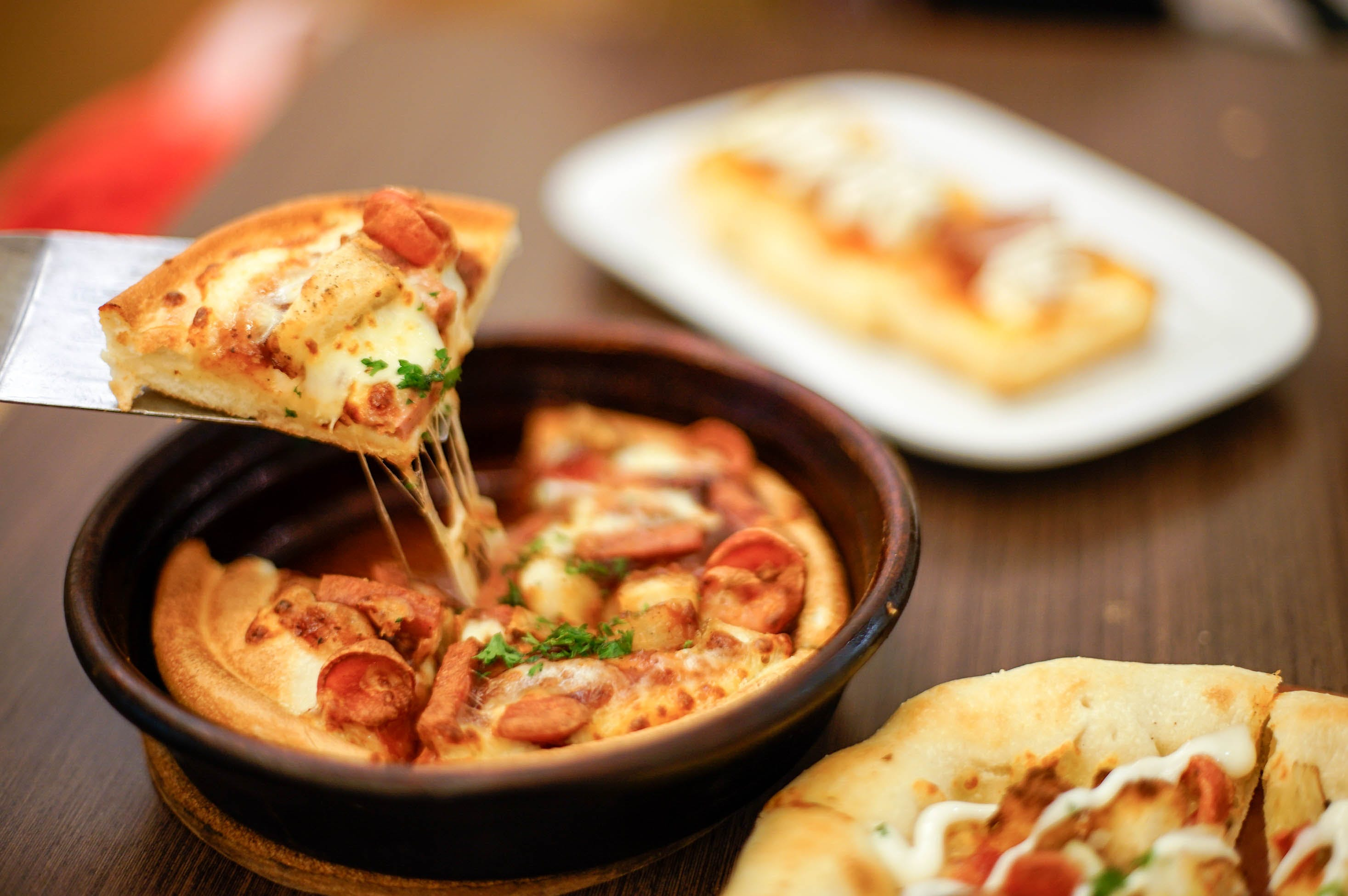 Free stock photo of #pizza #food #bokeh #chesee #meltingchesee