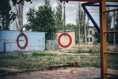 Ilmainen kuvapankkikuva tunnisteilla gazon, katu, keltainen, punainen
