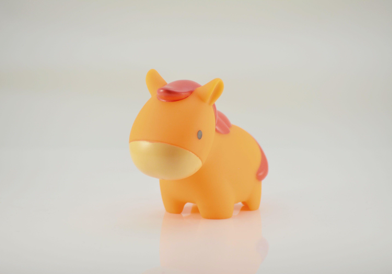 Gratis lagerfoto af bad legetøj, gummi legetøj, gummidyr, hest
