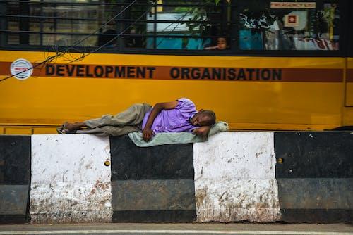 Fotos de stock gratuitas de abandonado, anciano, autobús, barricada de hormigón