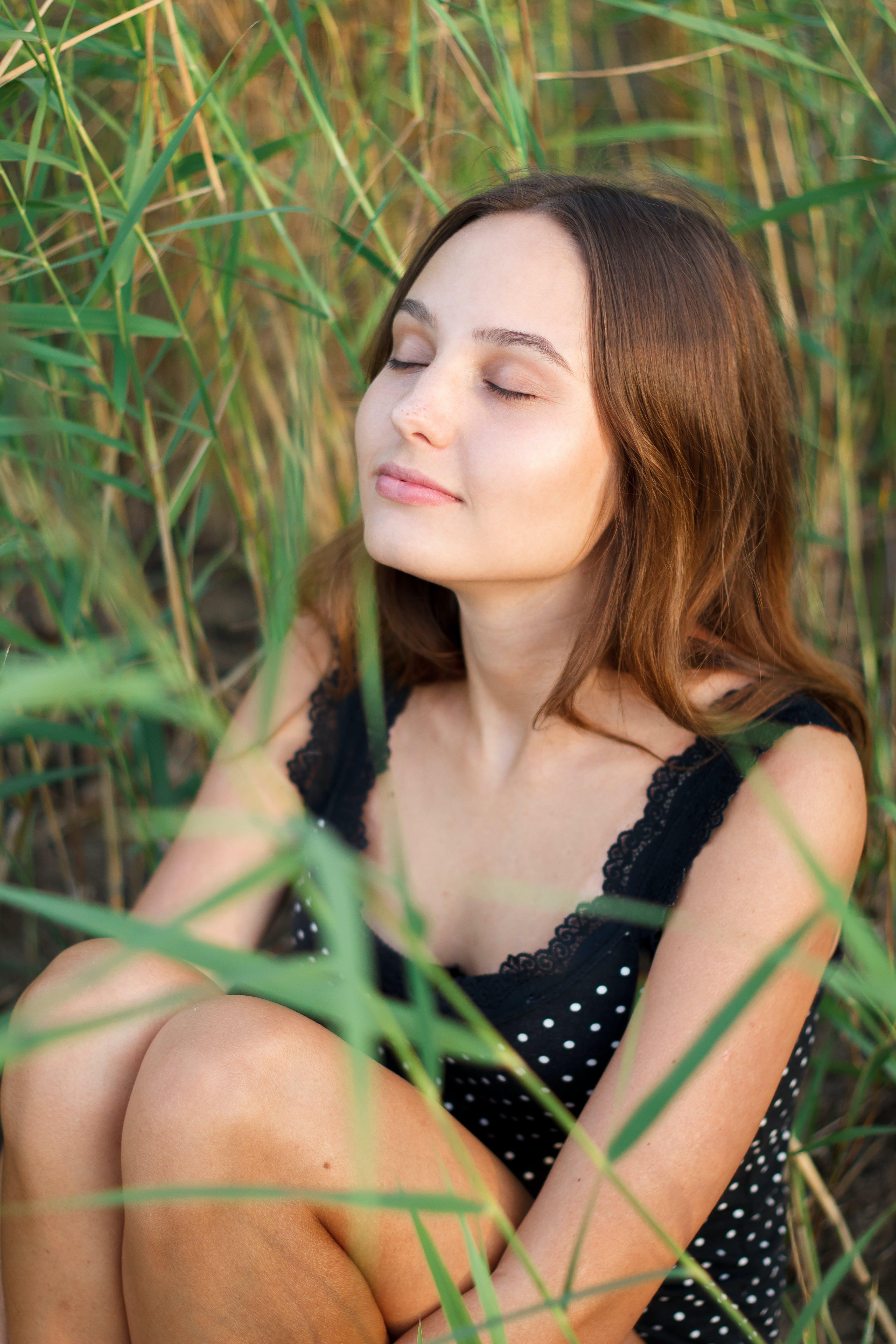 Kostenloses Stock Foto zu frau, entspannung, sitzen, model