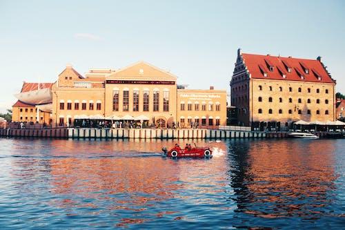 Бесплатное стоковое фото с автомобиль, архитектура, вид, вода