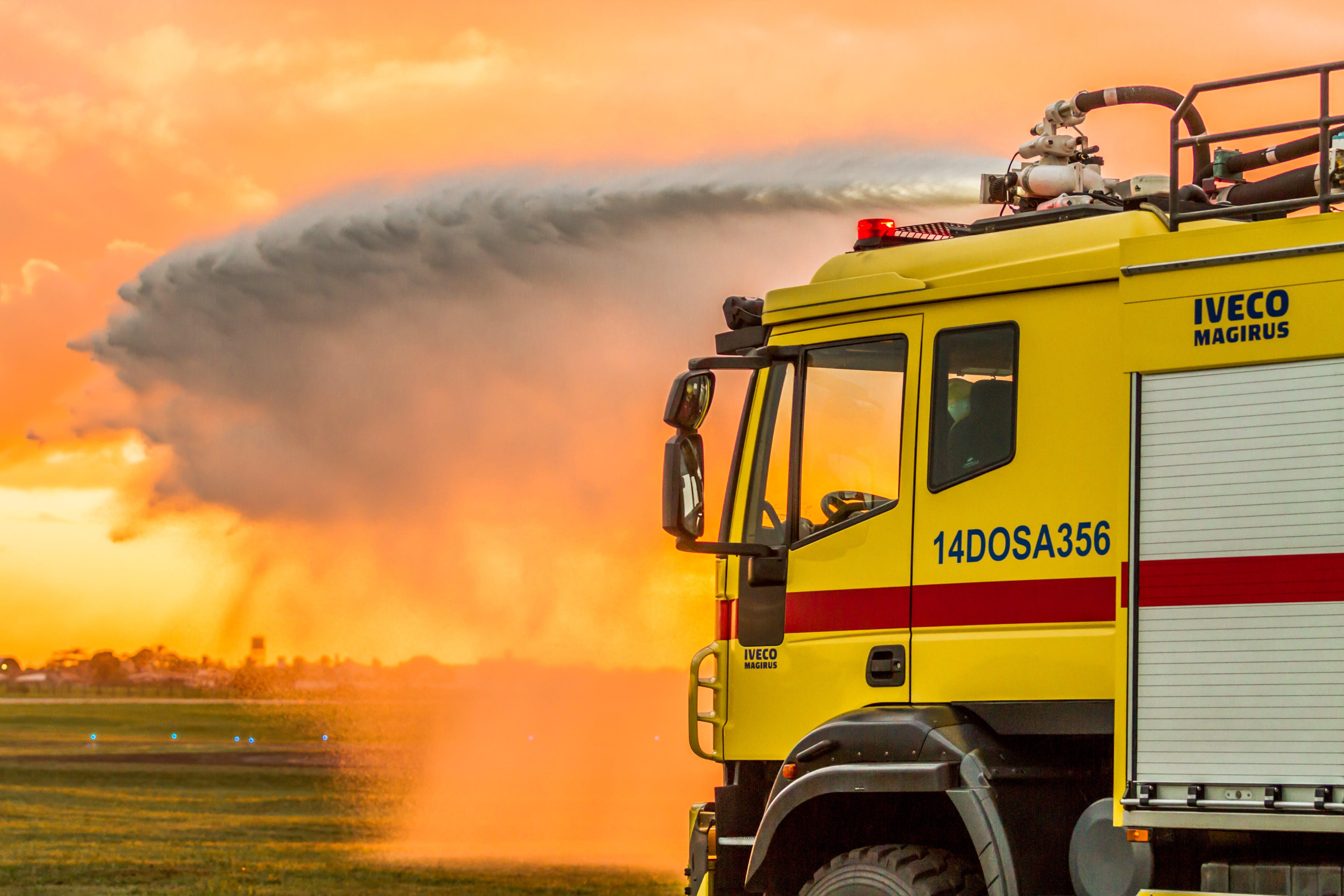 Fotos de stock gratuitas de agua, amanecer, camión, camión de bomberos