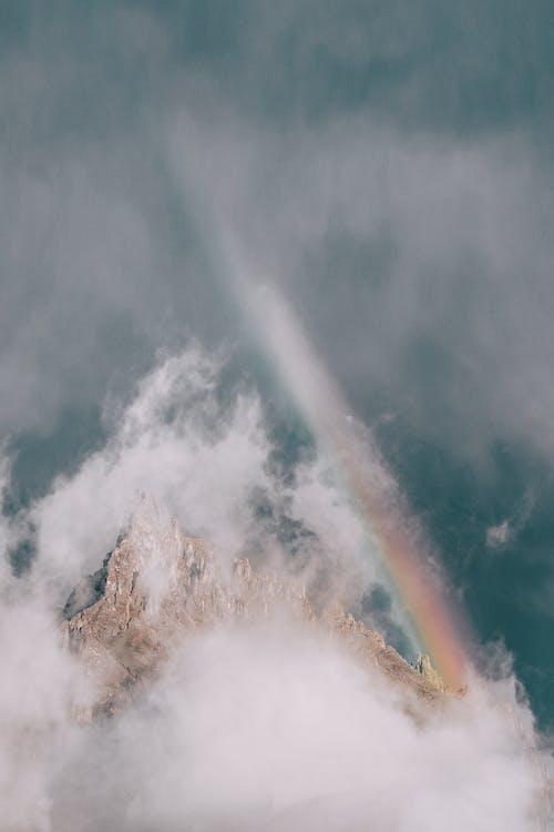 Fotos de stock gratuitas de Alpes, arco iris, con niebla, escénico
