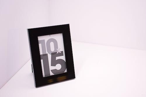 Základová fotografie zdarma na téma černobílý, číslo, foto rámeček, rámeček