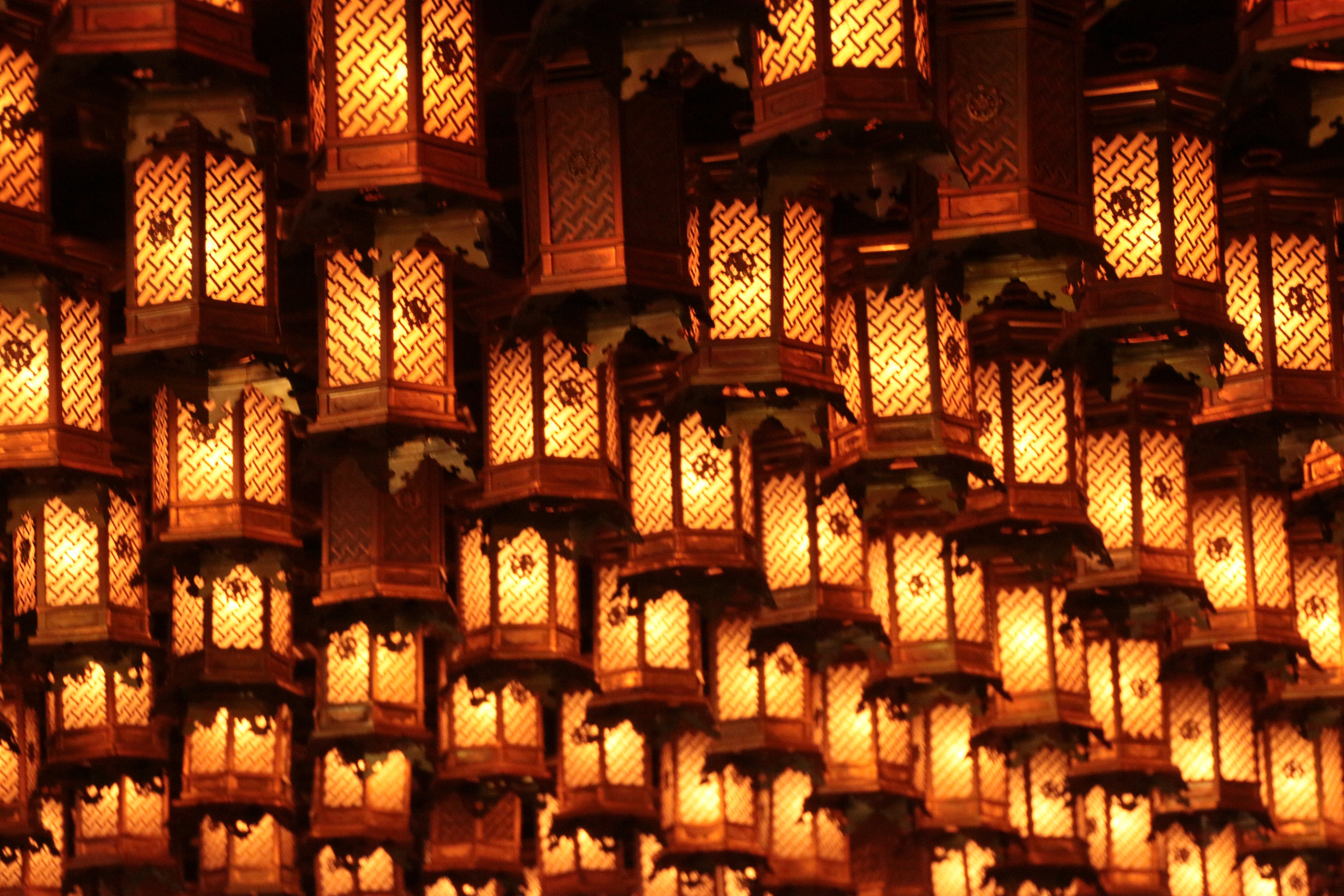Lighted Brown Lantern Lot
