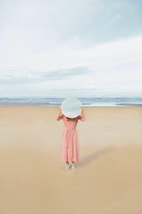 Gratis lagerfoto af hav, horisont, kvinde, kyst