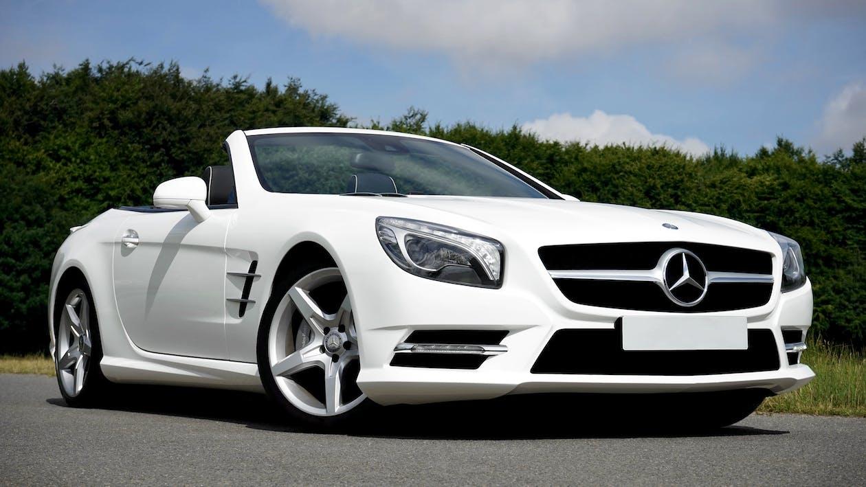 белый Mercedes Benz кабриолет купе