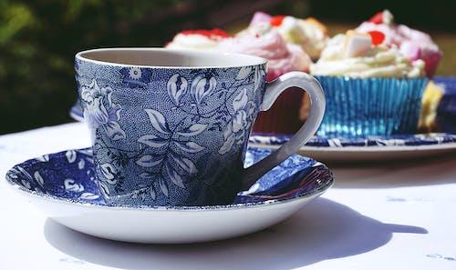 Darmowe zdjęcie z galerii z babeczki, ceramiczny, drink, kawa