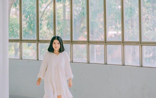 Бесплатное стоковое фото с азиатка, Азиатская девушка, в помещении, девочка