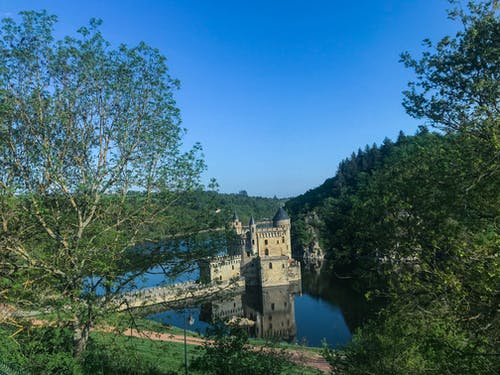 Fotobanka sbezplatnými fotkami na tému Francúzsko, hrad, krajina, modrá obloha