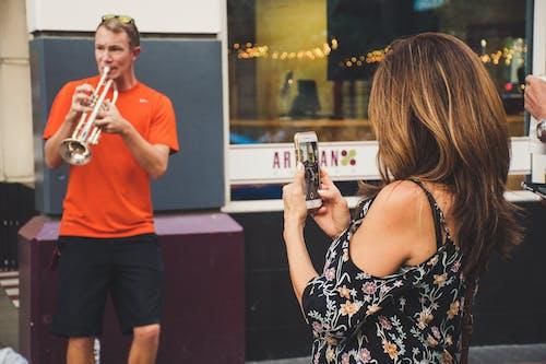 Δωρεάν στοκ φωτογραφιών με smartphone, αναψυχή, άνδρας, Άνθρωποι