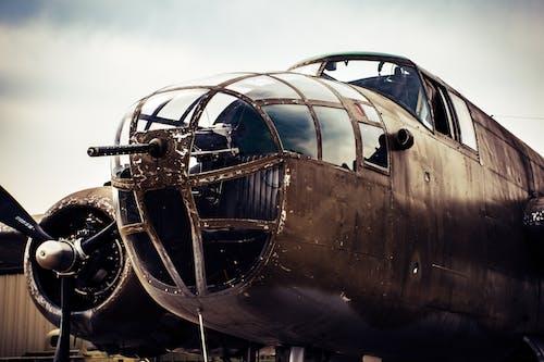 Darmowe zdjęcie z galerii z latać, lotnictwo, lotnisko, maszyna