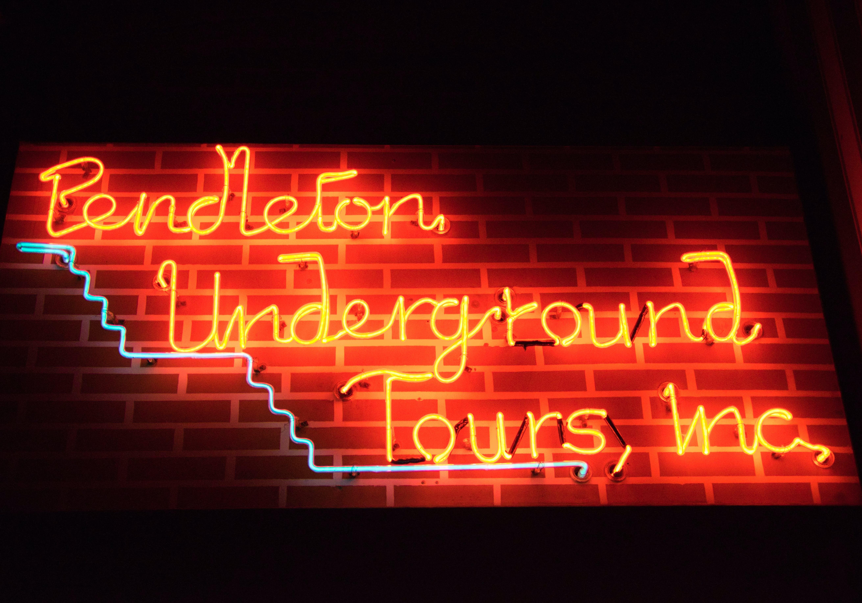 Kostenloses Stock Foto zu neon, pendleton, schild