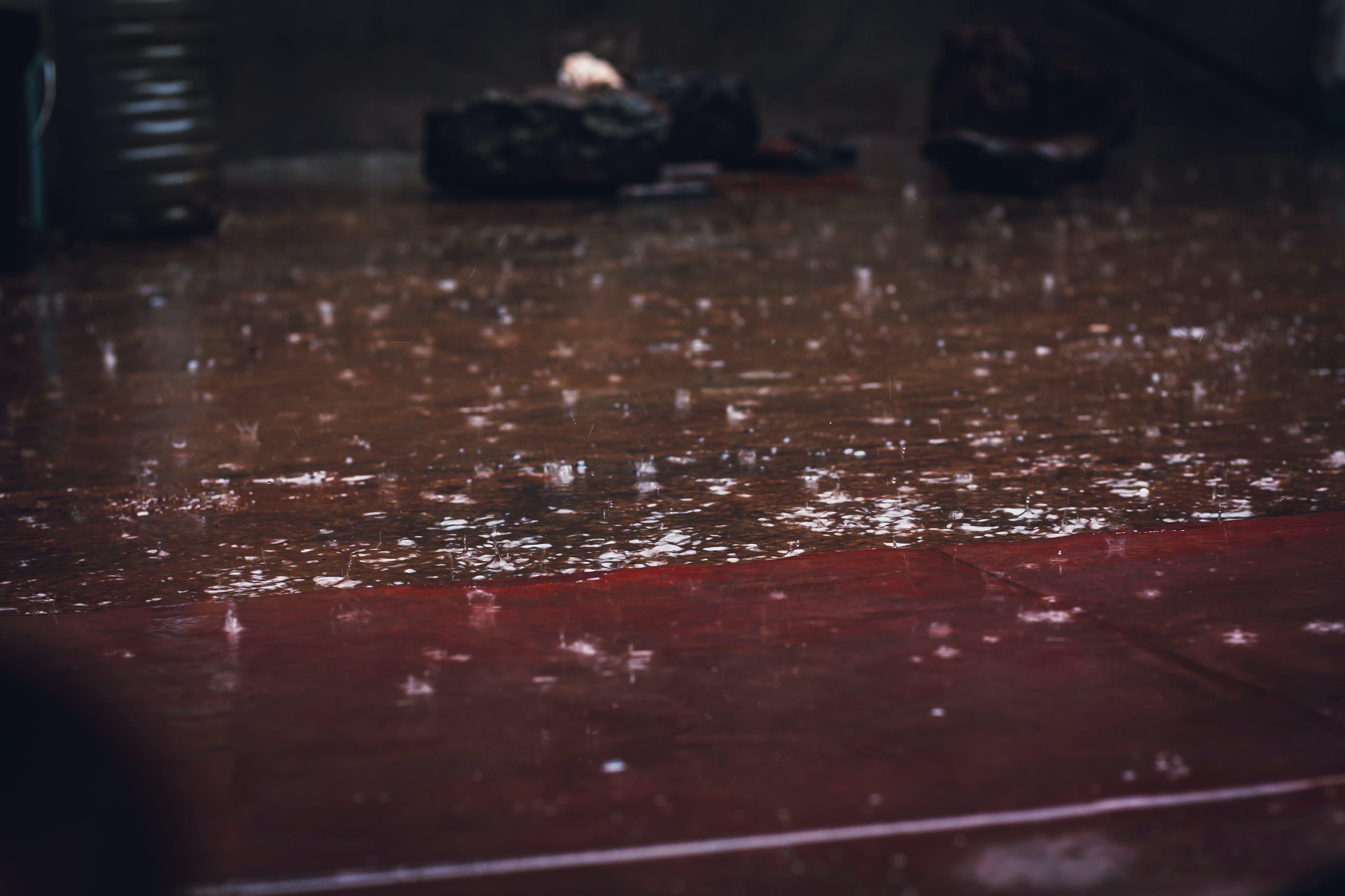 Kostnadsfri bild av gata, regn, regndroppar, utomhusutmaning