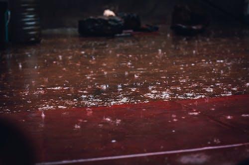 Fotobanka sbezplatnými fotkami na tému dážď, kvapky dažďa, outdoorová výzva, ulica