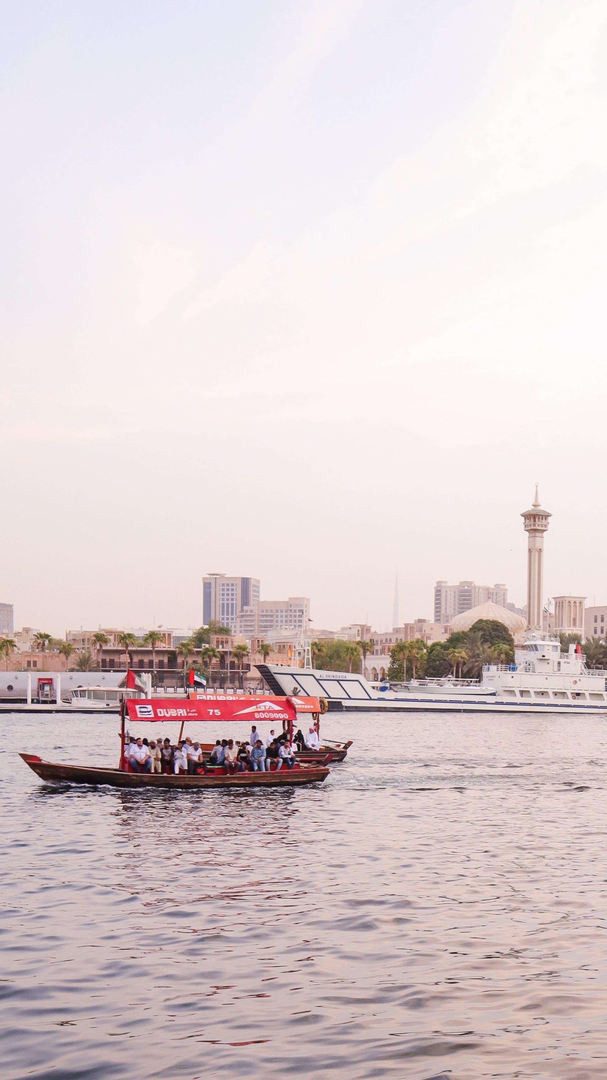 Gratis stockfoto met architectuur, boot, daglicht, gebouwen