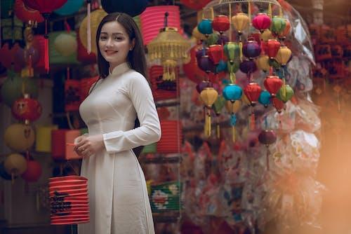 アジアの女性, アジア人の女の子, ショップ, ドレスの無料の写真素材