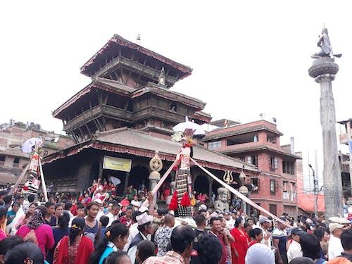 Foto profissional grátis de bhaktapur, cultura, gaijatra, templo dattatriya
