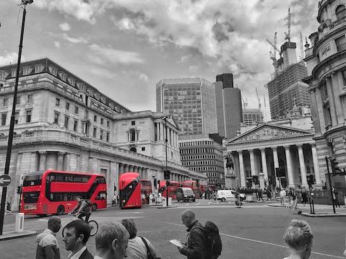 Gratis arkivbilde med røde london busser