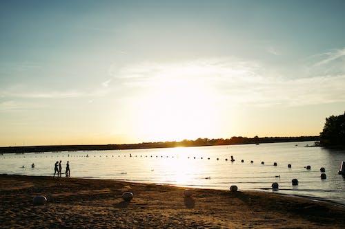 gün batımı, plaj içeren Ücretsiz stok fotoğraf
