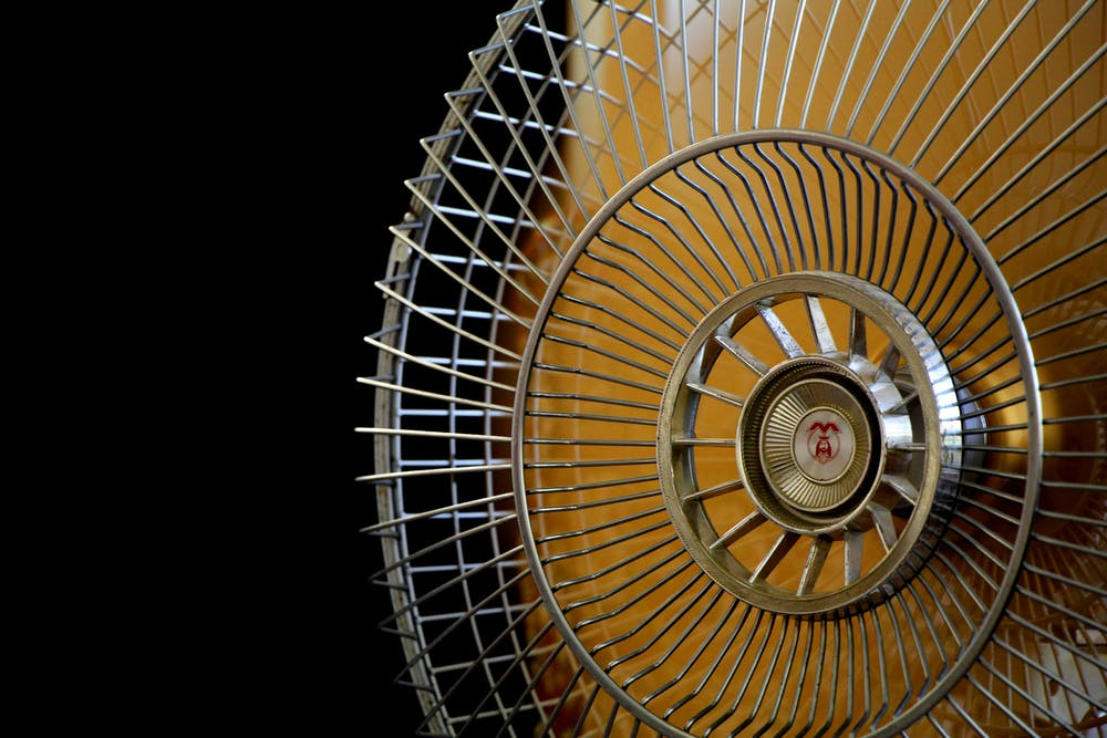 Stainless electric fan. | Photo: Pexels