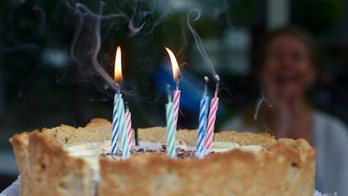 Gratis arkivbilde med blåse, bursdag, bursdagskake, feiring