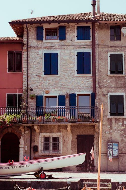 Бесплатное стоковое фото с архитектура, Балкон, водный транспорт, городской