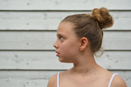 凌亂的髮髻, 可愛, 可愛的, 女孩 的 免費圖庫相片