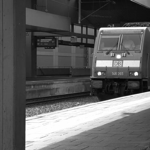 Ilmainen kuvapankkikuva tunnisteilla asemalaituri, düsseldorf, höyryjuna, junarata