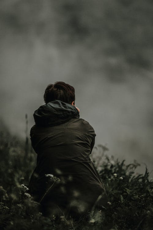 Kostenloses Stock Foto zu landschaft, mann, nebel, solo