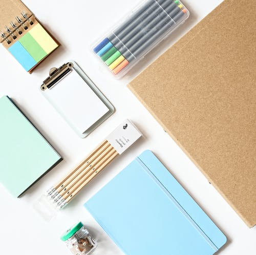 Immagine gratuita di bloc notes, flat lay, interni, matite